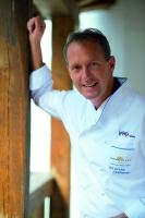 Martin Sieberer, Gault-Millau-Koch des Jahres 2000, sorgt für Ihr leibliches Wohl.