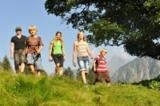 Keinesfalls im Abseits bewegen sich Urlauber beim Wandern in den Oberstdorfer Bergen.
