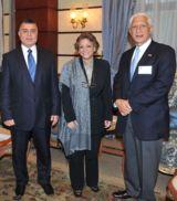 Osama Saleh (GAFI),Fayza Aboul Naga (Ministerin f. internationale Kooperation),Steve Farris (Apache)