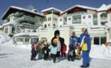 Kinder mit Bobo beim Skikurs