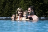 Family im Pool des Falkensteiner Club Funimation