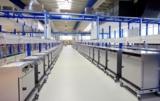 Blick ins neue Memmert-Prüfzentrum für die Endprüfung der Geräte
