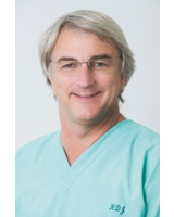 Der Düsseldorfer Zahnarzt Dr. Hans-Dieter John warnt Diabetiker vor Entzündungen im Mundraum.
