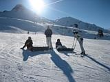 kurze Verschnaufpause für Skifahrer und Snowboarder