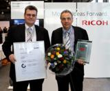 Ulrich Fanghänel (l.) und Jens Bellmann (r.) von Klengel-Büro-Technik mit der MDS-Zertifizierung