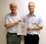 Werner Tantzky (l.) und Mirko Tantzky mit der MDS-Zertifizierung
