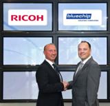 Freuen sich auf eine erfolgreiche Partnerschaft: Oliver Herbrich (Ricoh) u. Sven Buchheim (bluechip)