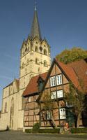 Der Münster in Herford mit Kantorenhaus. Foto: Pro Herford/Torsten Gödecker