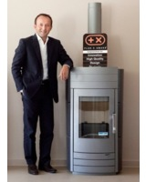 Ing. Manfred Weiss, CEO der Haas+Sohn Firmengruppe, mit dem 4-fachen Plus-X-Awards-Gewinner.