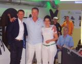 Michael Mügge mit Clubleiter Dirk Wollny und Kursleiterin Masoumeh Shokri-Helten vom Vitalis