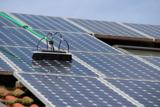 Reinigung von Photovoltaikanlagen den Profis überlassen. Foto: Fotolia