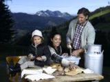Familie beim Jausnen (Unterschwarzachhof © Mario Rabensteiner)