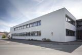 Die Realschule Bad Königshofen mit neuem, energieeffizientem Dach.