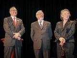(Foto: hl-studios, Erlangen) v.l.: Hans Wölfel, Sparkasse Fürth, mit Dietmar und Margit Rothe