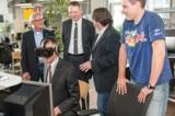 (Foto: hl-studios, Erlangen) Mit Oculus-Rift-Brille:  IHK-Präsident Dir von Vopelius