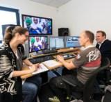 (Foto: hl-studios, Erlangen) – Das Regie-Team von hl-studios beim finalen Schneiden des CSR-Films
