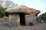 Sundaya Ulitium Solarsystem installiert an einem typischen mosambikanischen WohnhausCopyrightPhaesun