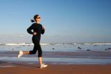 Laufen am Strand - ein besonderes Erlebnis! (Bild: © Skogas - Fotolia.com)