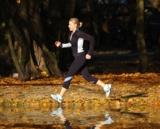 Laufen im Herbst: Nasses Laub kann sehr rutschig sein. (Foto: © Agamtb – Fotolia.com)