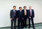 Dr. Lin, Geschäftsführer von APMC (2.v.r), mit dem Akquisitionsteam nach der Verhandlung