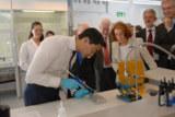 Foto: Bundeswirtschaftsminister Dr. Philipp Rösler im neuen  DELO-Entwicklungslabor