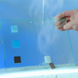 Abbildung: Wieder lösbare Klebstoffe für Bauteile mit hochwertigen Oberflächen.