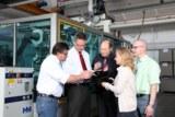 Dr. Kai Schiefelbein (2. von links) erläutert mit Experten letzte Details.
