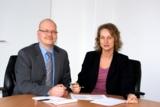 Mischa Wittek mit Martina Navarro-Lang (Assistentin des Geschäftsstellenleiters)