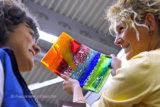 Exklusive Glaskunst aus handgefertigten farbigen Fusingglas