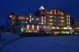 Nachtaufnahme des Hotels Löwe & Bär