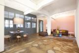 Die Atmosphäre im Empfangsbereiche umfängt Gäste stilsicher mit einem herzlichen Willkommen.