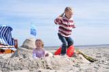 Jede Menge Urlaubsspaß für Kinder ist am feinsandigen Strand geboten.