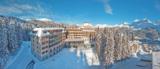 Das Waldhotel National vor dem Bergpanorama von Arosa: Winter wie Sommer ein märchenhafter Anblick.