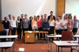 Klaus Kobjoll (Mitte sitzend) mit den Hotelbetriebswirten der Eckert Schulen und den Dozentinnen