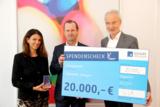 Spendenübergabe an Dr. Reinhard Andreesen, Vorstandsvorsitzenden der Leukämiehilfe Ostbayern