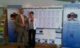 Detlef Ochel (li.) und Assistentin Irina Groos präsentieren die umfangreiche Stellenbörse