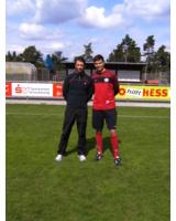 Athlesys Sportwissenschaftler Ralf Ohrmann im Training mit Fußballprofi Fabian Schönheim