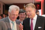 Gubor GF Claus Cersovsky kredenzt Ministerpräsident Winfried Kretschmann neueste Gubor-Kreationen