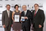 Lothar Späth überreicht der Allweier Präzisionsteile GmbH die Auszeichnung zum Top-Innovator 2011