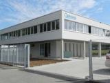 Die Optronis GmbH freut sich über ihr neues Firmengebäude.