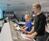 Anna Bosch (23) und Matthias Niclas (27) beim Softwaretest im Simulationszentrum der SMS Siemag.
