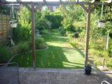 Kunstrasen ist ideal als Grünfläche für Ferienhäuser