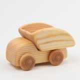 Holzspielzeug liegt laut Rainald Grebe in Berlin Prenzlauer Berg hoch im Kurs