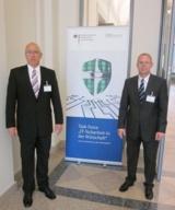 """Andreas Pohl (li.) und Ralf Schulte auf der Tagung der Task Force """"IT-Sicherheit in der Wirtschaft""""."""
