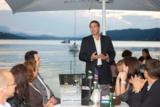 Tele2 Business Gastgeber J. Lex begrüßt zu den Kärtner Sommergesprächen am Wörthersee