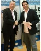 Michael Nickolai, Geschäftsführer Vertrieb der m2m Germany GmbH (li.i.B.)beschließt Partnerschaft.