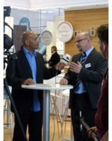 Frank Biermann (r.), Vorstand Vertrieb und Marketing der mobileObjects AG, Interview mit Udo Brand.