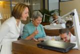 Margit Fischer und Katharina Gmeiner-Wagner freuen sich über das Interesse der Jugend