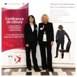 Der Alterssimulationsanzug GERT auf der Konferenz in Paris