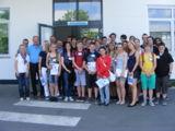 Klasse 8a staatliche Realschule I  in Kronach mit Geschäftsführer Jürgen Hoffmann (3. von links)